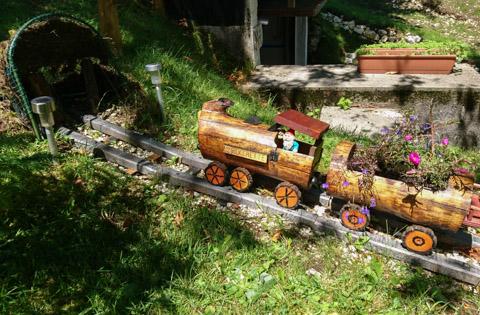 trenino degli gnomi del giardino casa poslen