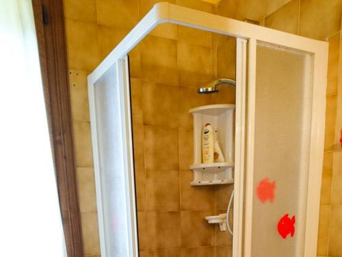doccia e finestra appartamento asiago