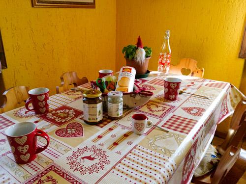 tavola colazione appartamento gnoma fragolina