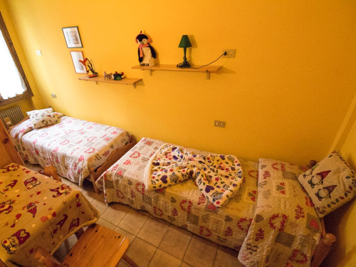camera letti singoli appartamento gnomo mirtillo
